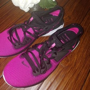 NIKE flex RN pink and black shoes size 10